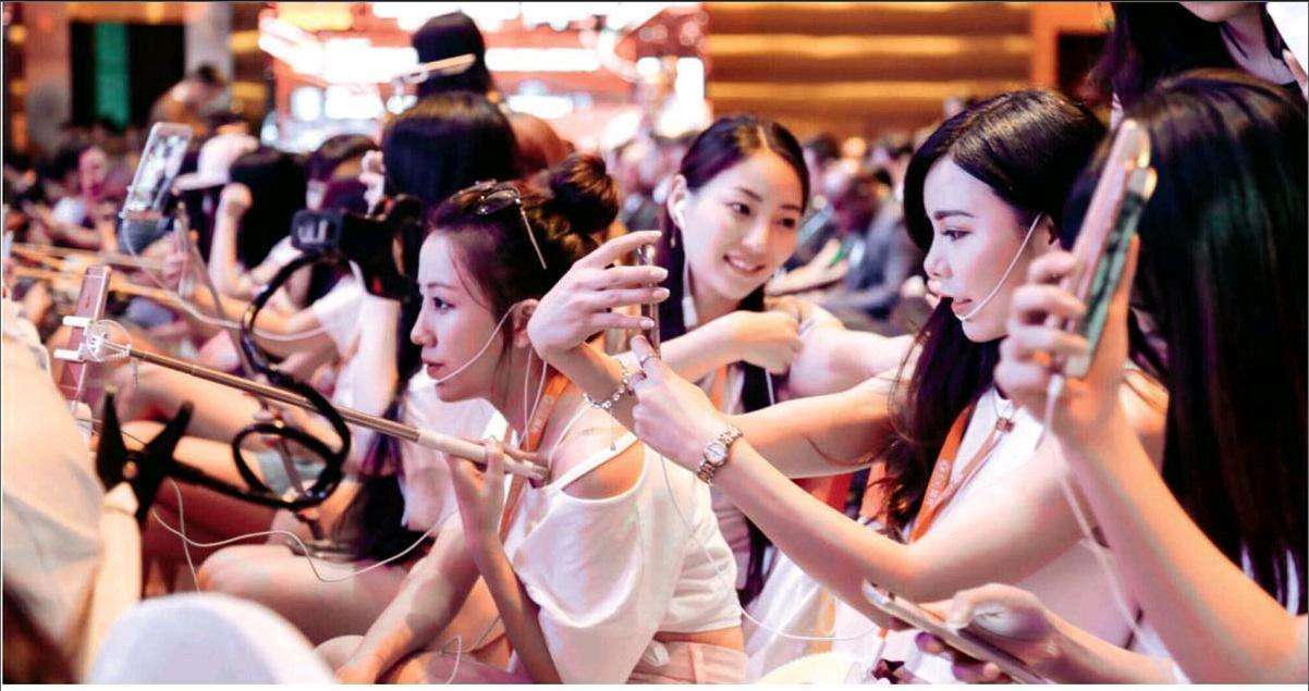大学生美妆大赛_资料图   记者还发现,在受大学生追捧的网红类型方面,游戏和美妆\