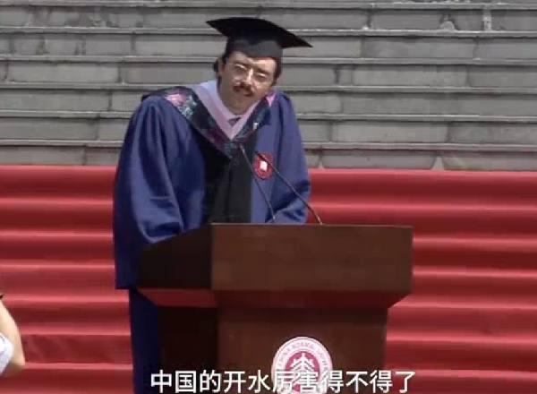 這個留學生畢業致辭火了:中國的開水厲害得不得了