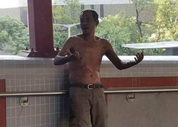 香港警方证实恐怖一幕:暴徒泼油放火烧市民
