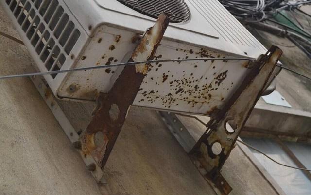 老旧的空调外机对于回收来说拆卸也是问题