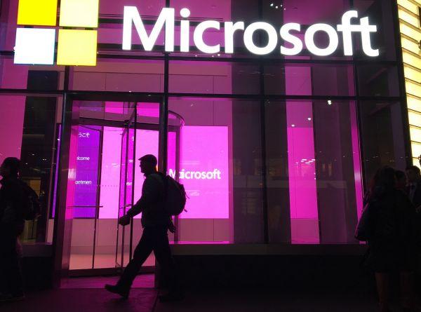 """微软获美军百亿美元""""战争云""""合同 外媒:亚马逊被"""