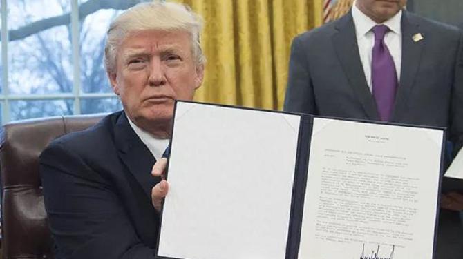 ▲原料图。当地时间2017年1月23日,美国华盛顿,美国总统特朗普23日签定走政命令,正式宣布美国退出跨宁靖洋友人有关协定(TPP)。图/视觉中国