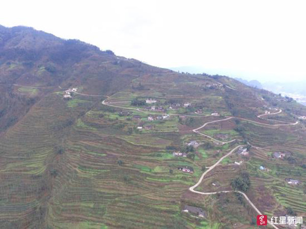 郝小勇的家坐落在这个山村里。 红星新闻 图