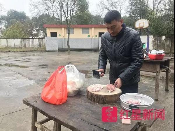 章站亮以前就频繁给私塾的年轻先生做饭。