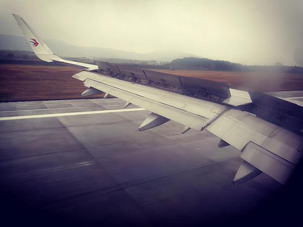 备降南昌机场时旅客拍到飞机滑走情况