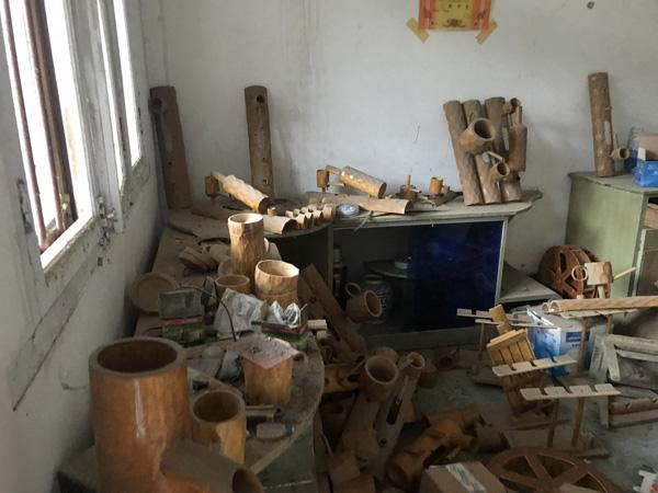 卢仕兵家中存留的竹制工艺品
