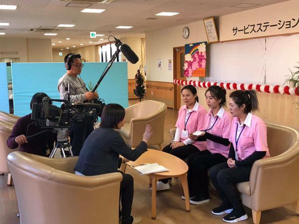 靳玉玲等中国员工授与日本媒体采访