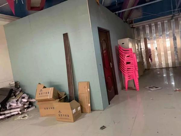 1月2日河南商报记者探访时,权健值班人员拿货的仓库处于关门状态。
