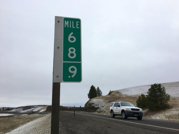"""美国""""69英里""""标志牌老被偷 无奈换成""""68.9"""""""