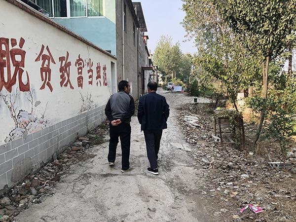 许文海来到张云家陪他聊天