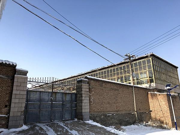 """张成虎(""""张四爷"""")在上措隆村的老宅。"""
