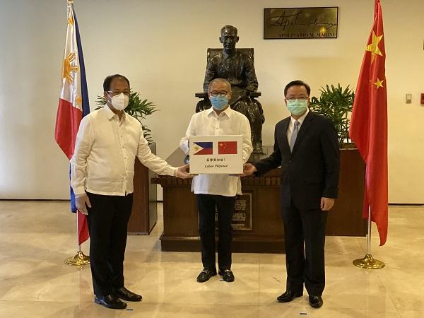 中国驻菲律宾大使:中方将尽己所能助菲直至战胜疫情