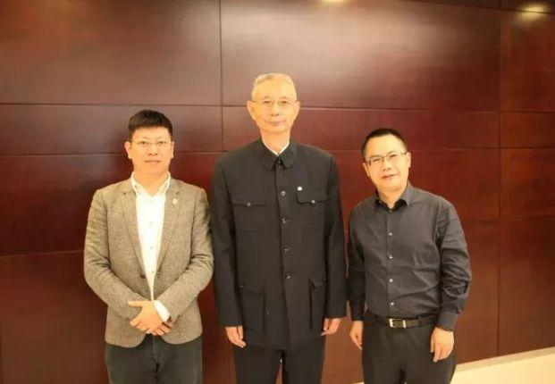 尹明善(中)卸任后,牟刚(右)接棒力帆董事长一职,马可出任公司总裁。