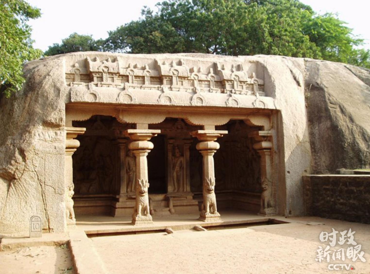 △瓦拉哈石窟神庙是典型的印度石刻建筑,分为柱厅和圣室两部分。
