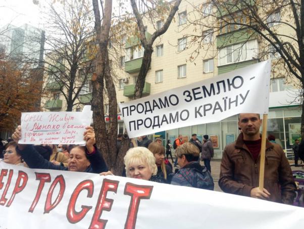 马里乌波尔人举行抗议活动(图源:乌克兰DSnews新闻网)