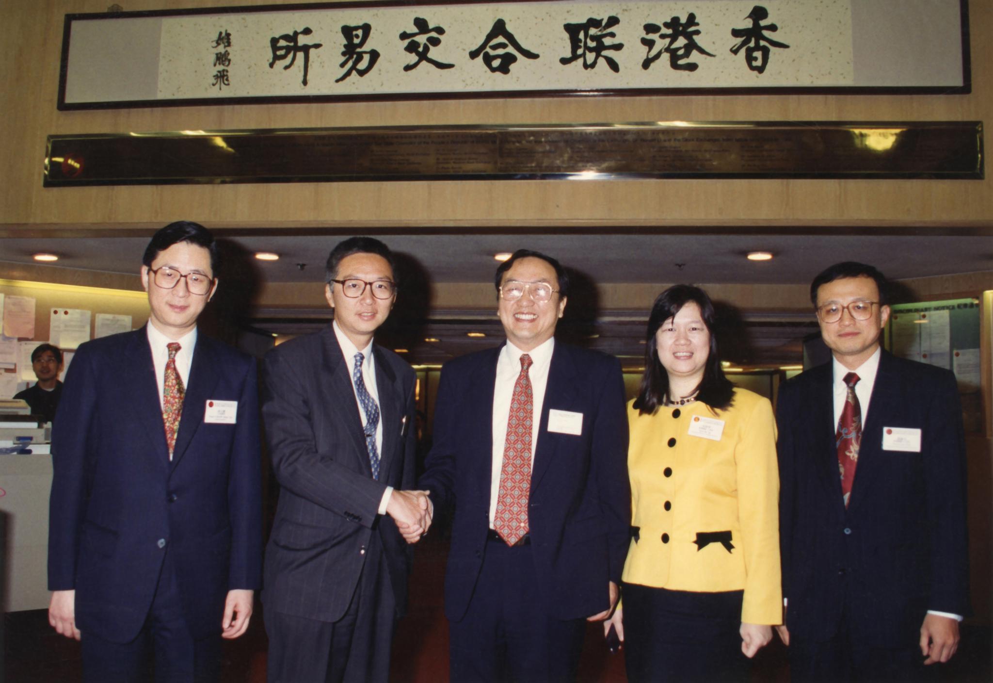 1994年2月14日,联想在香港说相符交易所主板上市。