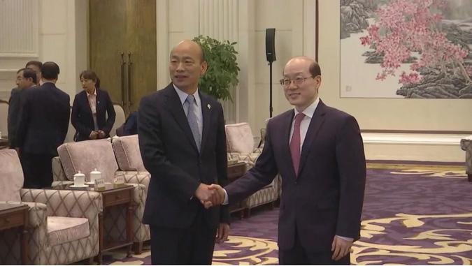 3月25日下午,中共中央台办、国务院台办主任刘结一在深圳麒麟山庄会见到访的高雄市长韩国瑜一行。