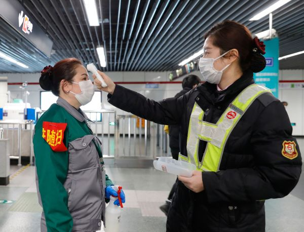 国新办:已现返程顶峰 增强秋运返程疫情防控