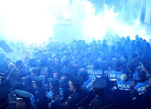 11月22日,抗议学生曾与警察爆发冲突 图自LSAPHOTO.COM