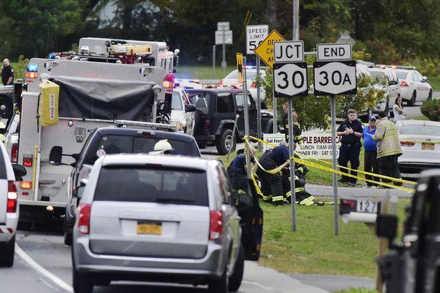 美豪华轿车撞向人群致20死 目击者:情景太惨
