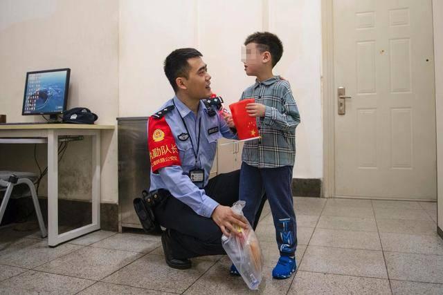 孩子被接到苏州火车站民警值班室