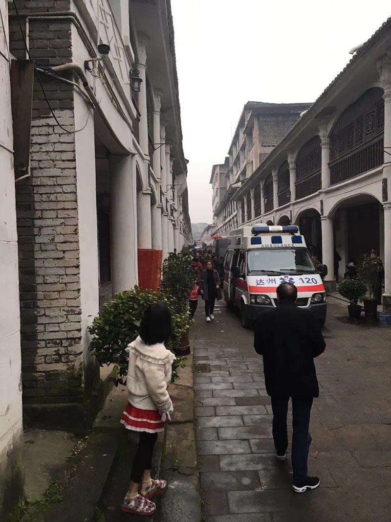 清河镇将军街一建筑倒塌现场。 目击者 供图