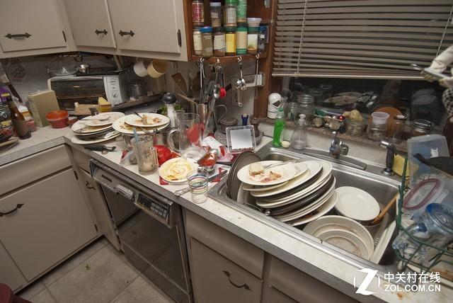 面对着这堆餐具 告诉我 洗碗机有没有必要买?