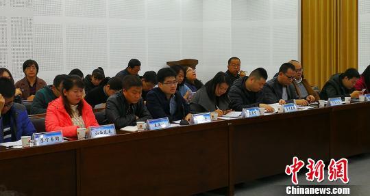 山西省市场监督管理局相关处室负责人及网络电商平台代表出席座谈会。 杨杰英 摄