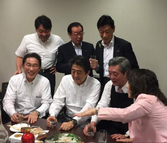 日本最年轻议员_安倍不顾日本遭遇36年最惨水灾与议员欢宴招批评|安倍|水灾|日本 ...