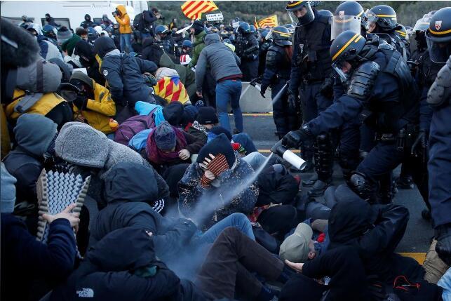 """罔顧西班牙政府警告 加泰議會通過""""自決權""""法案"""