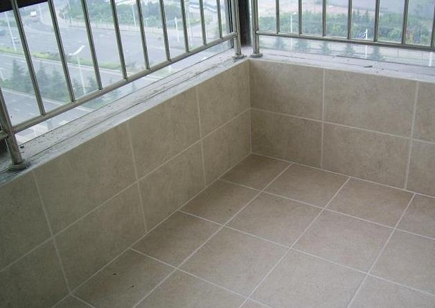阳台万万不要铺瓷砖了,如今都潮流这样装,既美观又实用