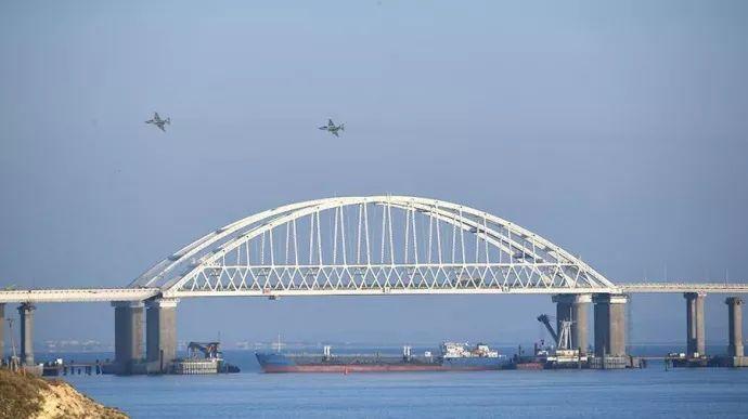 ▲俄罗斯封锁刻赤海峡并差遣打发军机。(俄罗斯卫星网)