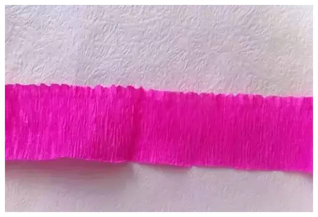 手工制作简单精美的皱纹纸康乃馨_康乃馨制作方法
