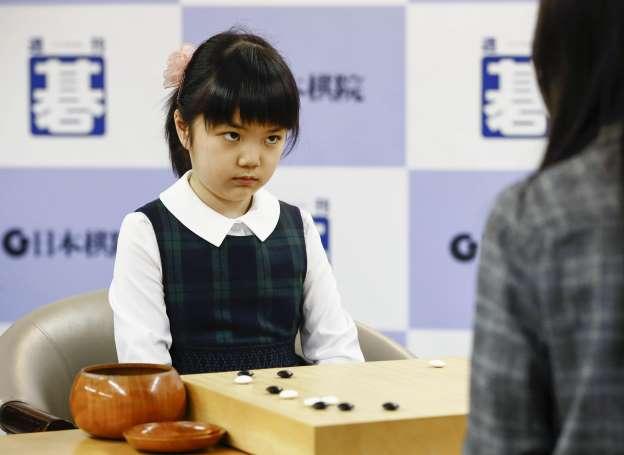 仲邑菫在比赛中眼神犀利(产经新闻)