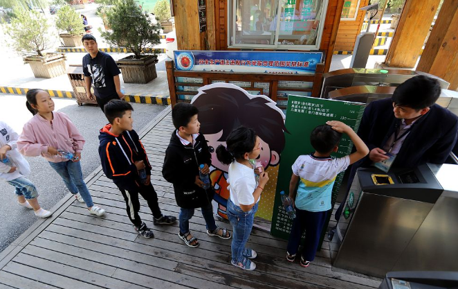 重庆华润购物中心外墙广告屏光污染 业主申请强拆
