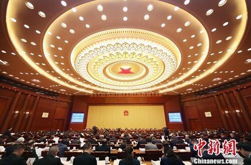 资料图:2018年10月22日,第十三届全国人大常委会第六次会议在北京人民大会堂开幕。中新社记者 宋吉河 摄