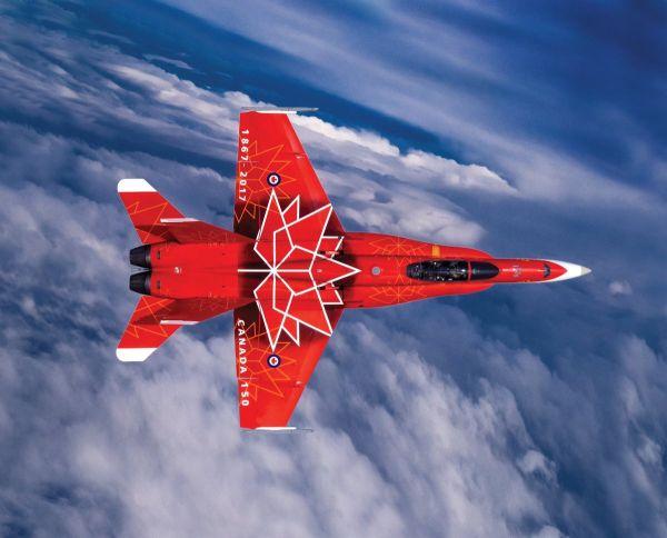 原料图片:采用枫叶祝贺涂装的添拿大空军CF-18战机。(图片来源于网络)