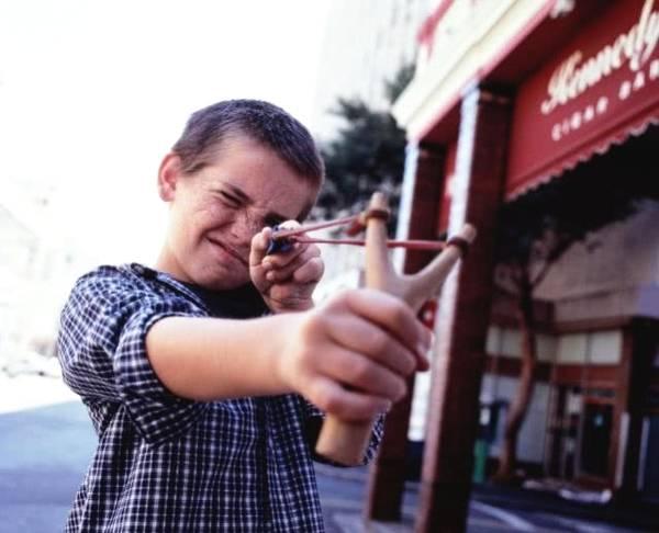 弹弓子弹钢珠_手枪有效射程不超百米,还没弹弓打的远?美国武器也得傻眼 ...