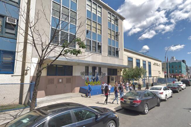 位于纽约布鲁克林布许维克的第一成就高中(Achievement First High School) 资料图