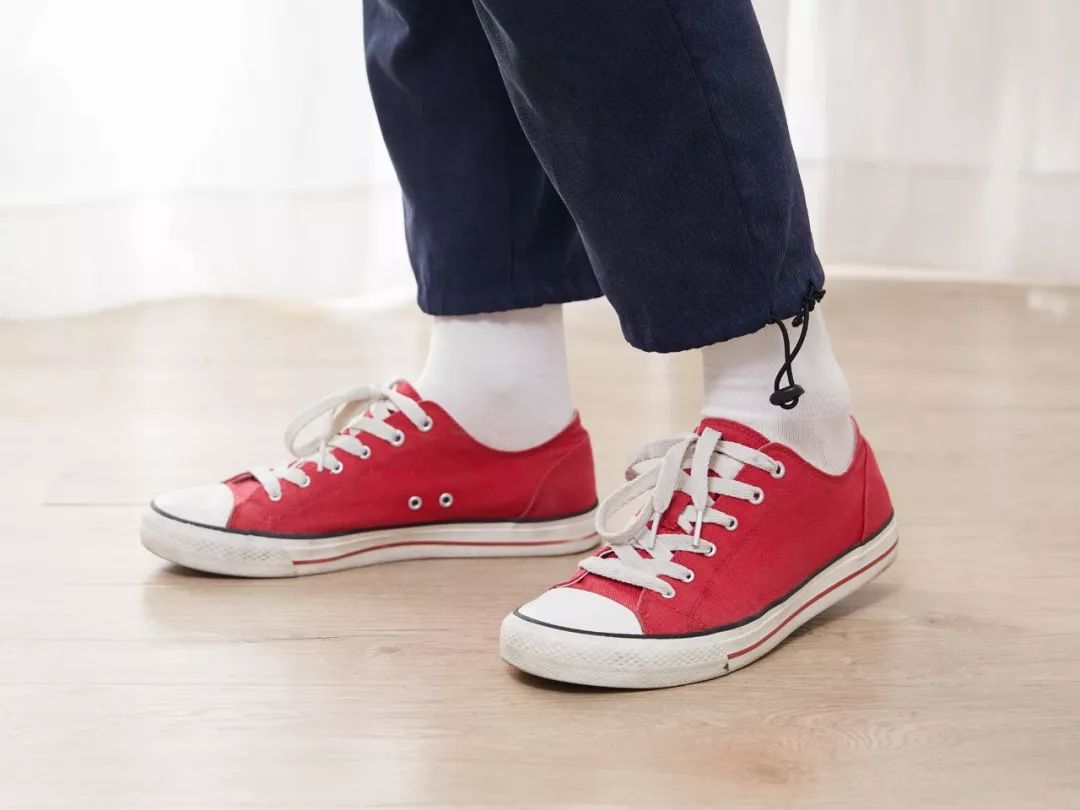 301896bf1f63 女袜的束口处松紧正合适,不会紧到勒脚,也不会松到往下滑。