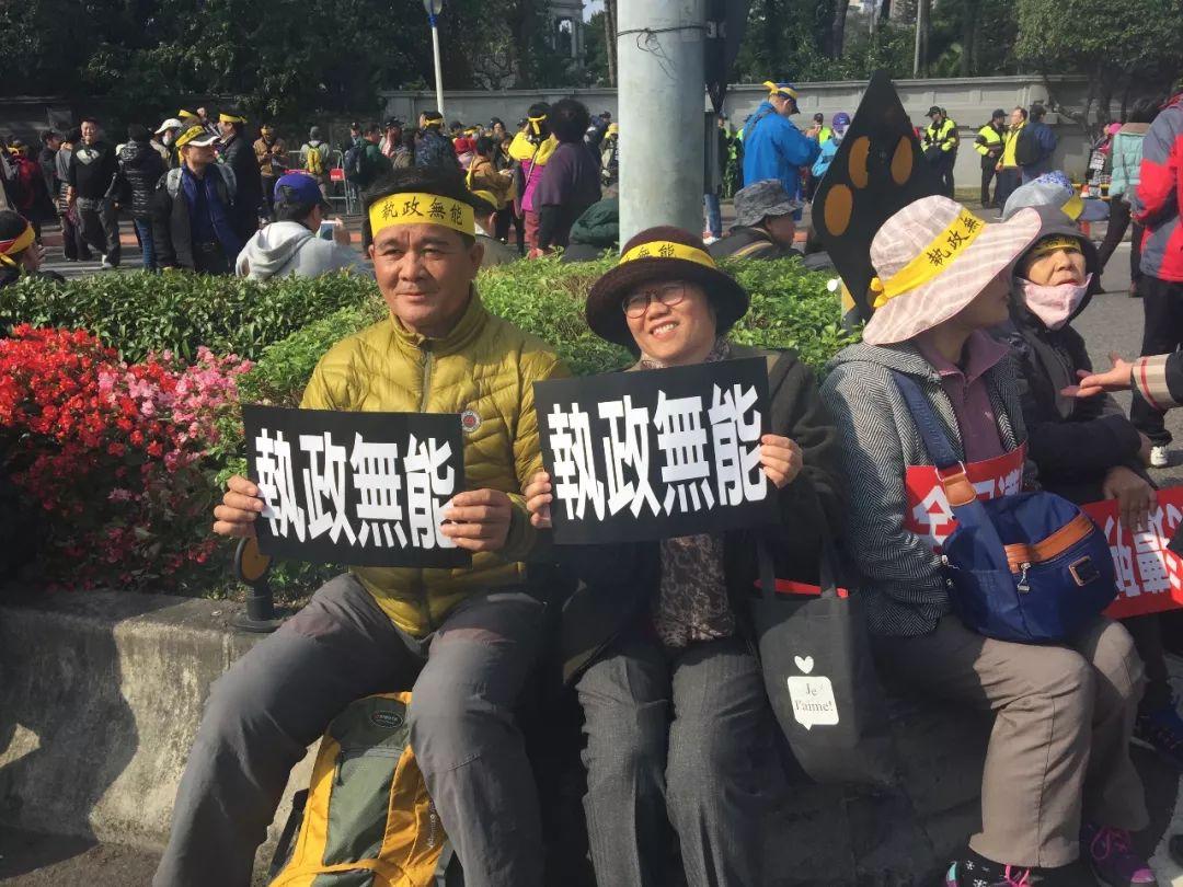 """台湾民众开展""""拔菜""""行动抗议台当局"""
