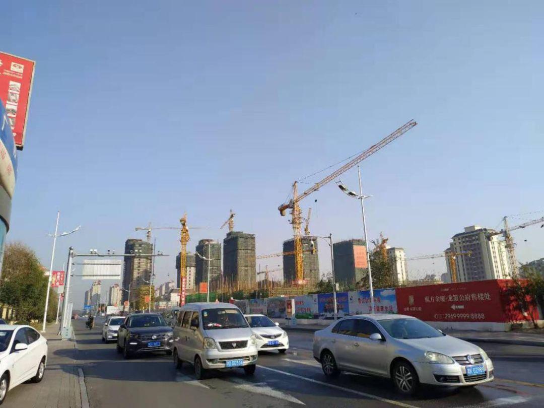 天津宝坻城区一在建中的楼盘项目。中房报记者 秦龙/摄