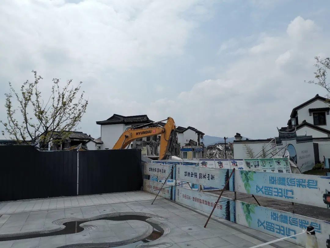 4月19日,桃花源项目江南里片区开始动拆。图/受访者提供