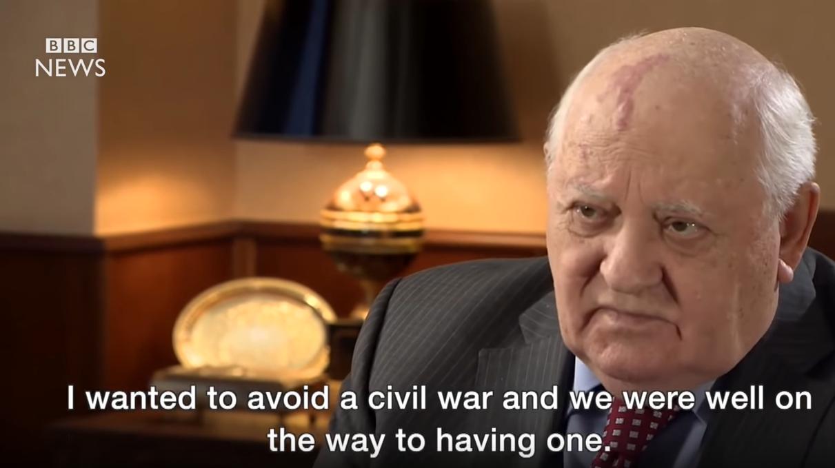 2016年戈尔巴乔夫接受采访时,表示自己避免了苏联的内战 图片来源:BBC视频截图