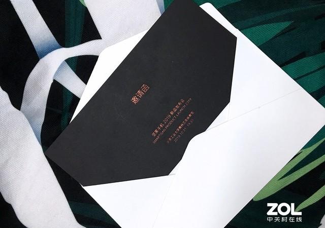 坚果Pro 3邀请函曝光 采用黑色背景+橘色文字