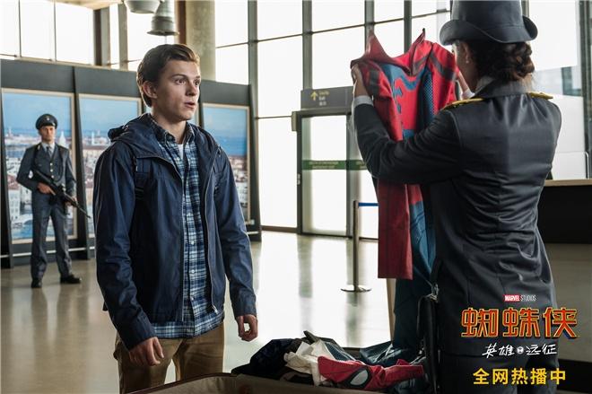 《蜘蛛侠》曝惊喜片段 荷兰弟被迫更衣害羞脸红