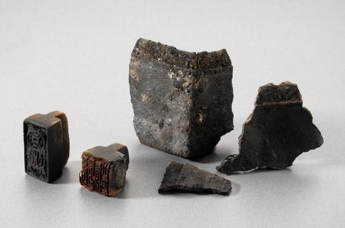 韩国海域发现的南宋印章与印章盒(韩联社)