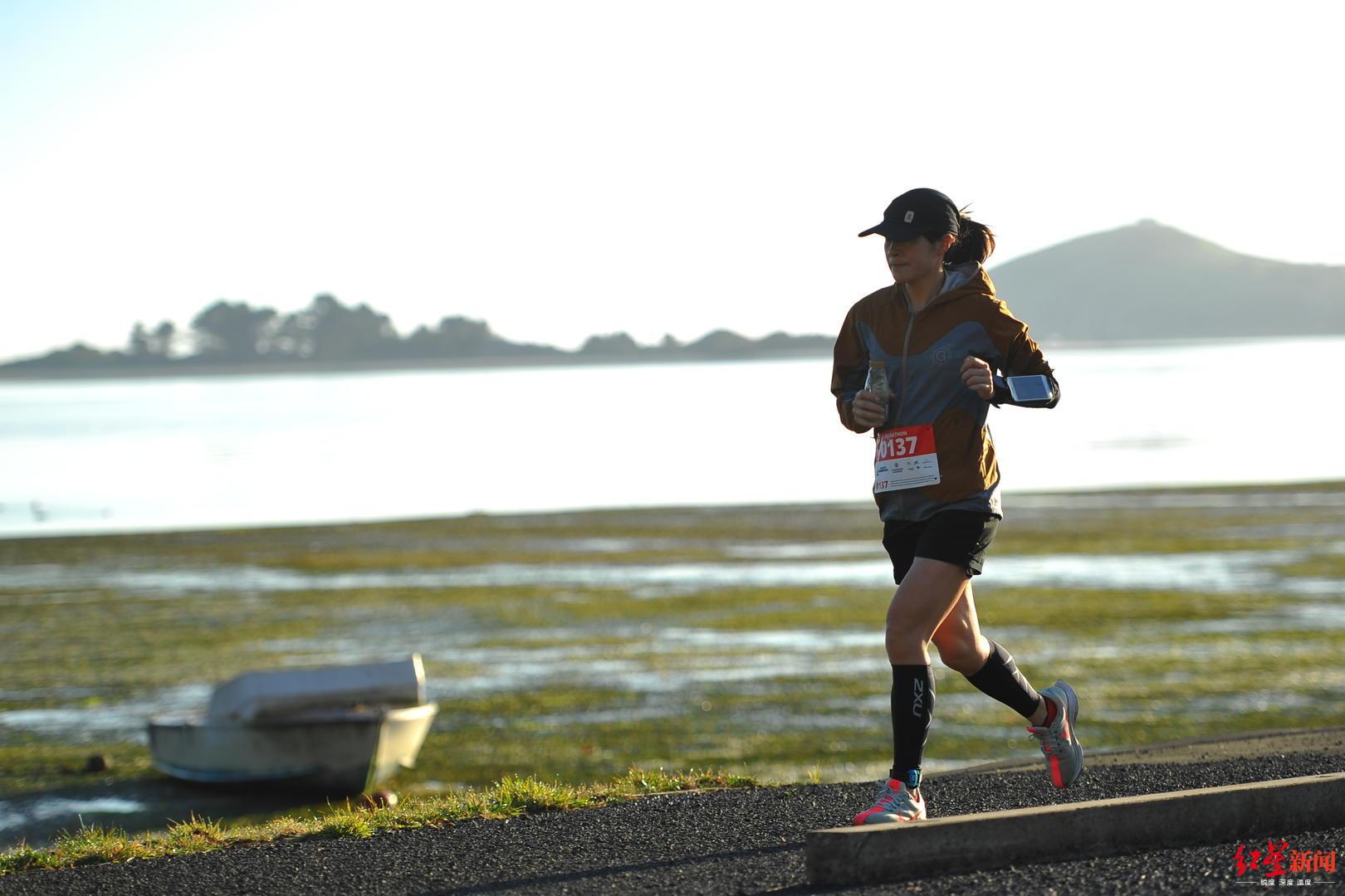 ↑参加马拉松的黎莉莉
