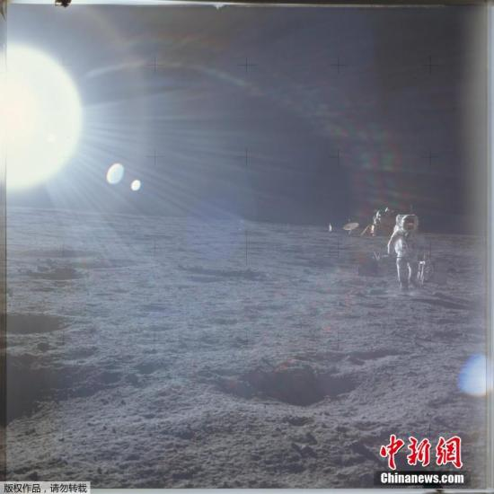 原料图:月球外貌。
