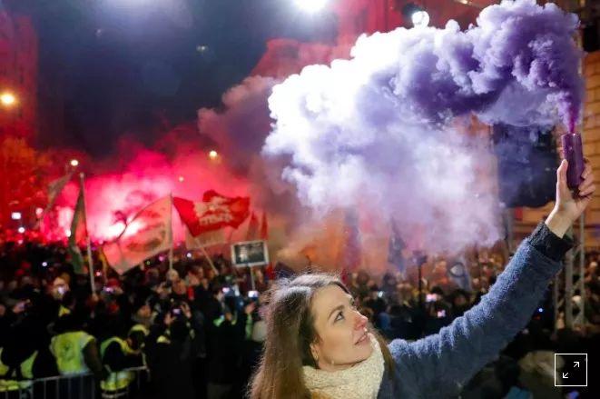 匈牙利人送总理圣诞大礼包:举行抵制加班抗议游行